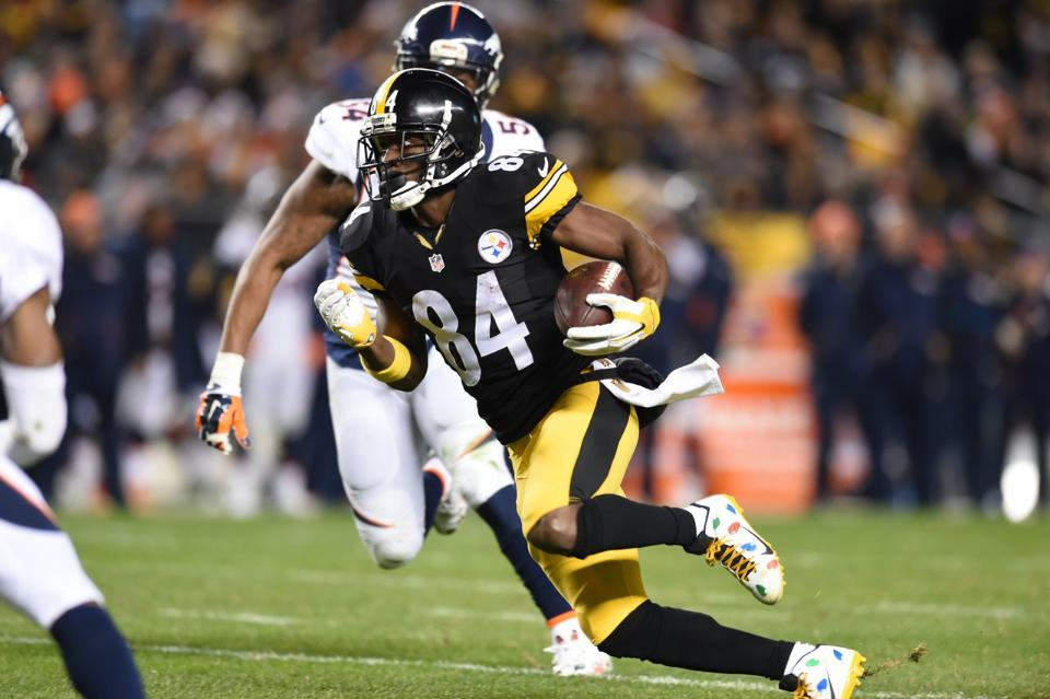 Huge Second Half Leads Steelers To Victory