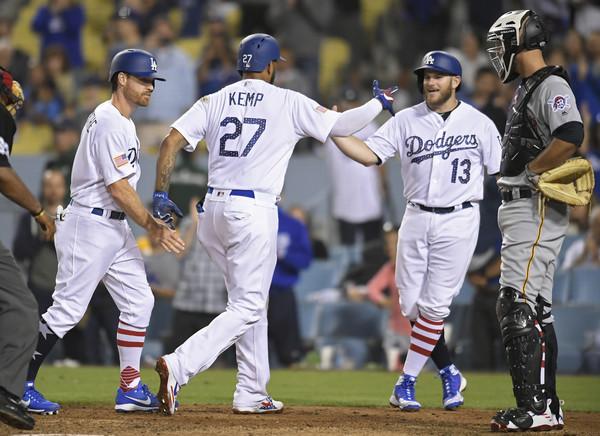 Dodgers Rout Bucs 17-1