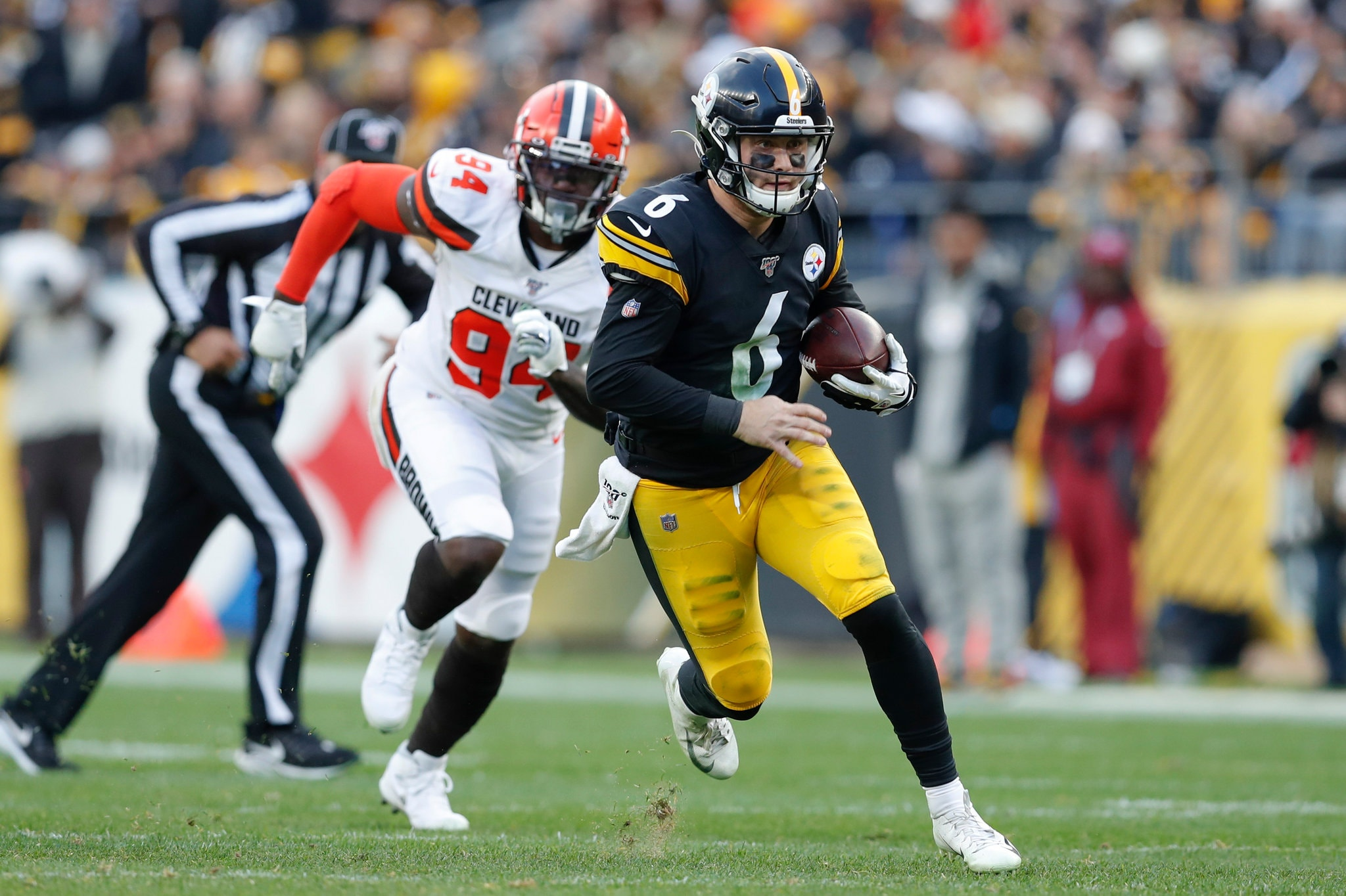 Steelers Take Down Browns, Remain In Playoff Chase