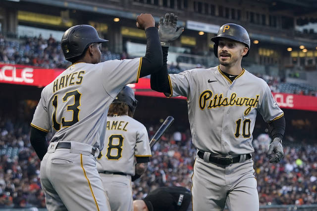 Pirates Open Series With Win Over Giants